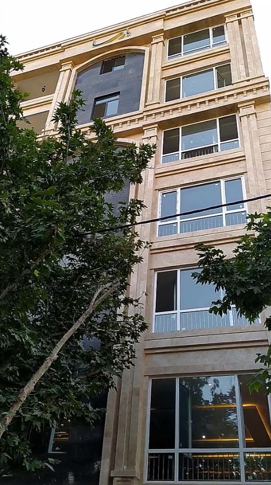 آپارتمان ۱۸۵ متری واقع در آموزگار